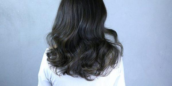 髪が傷む原因と傷みを予防するヘアケア方法について紹介