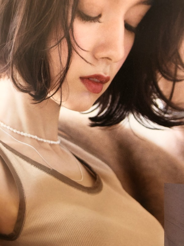 洗練された深みで魅せるくつろぎの品と透明感カラー